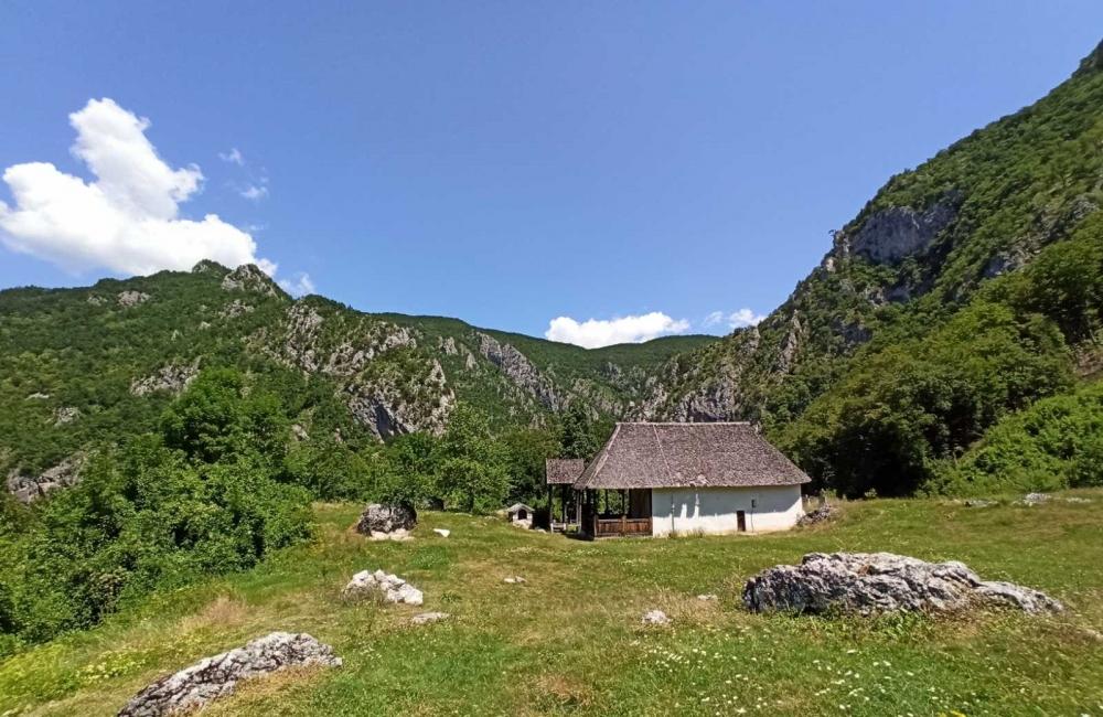 monatsery Sn Nikola, Podvrh