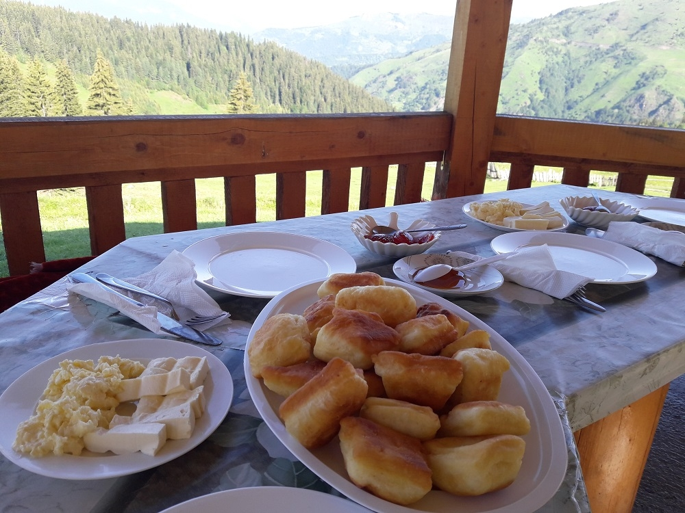 traditional dishes in Montenegro, priganice