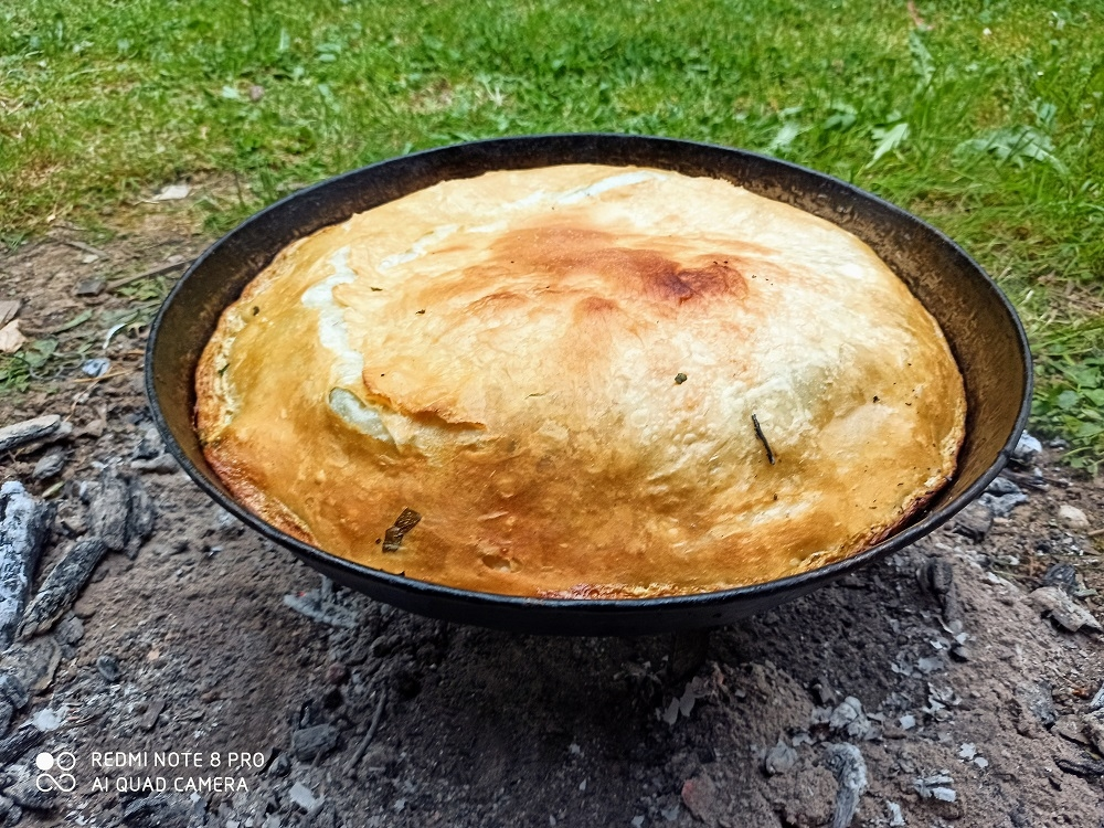 traditional dishes in Montenegro, the pie baked under sac
