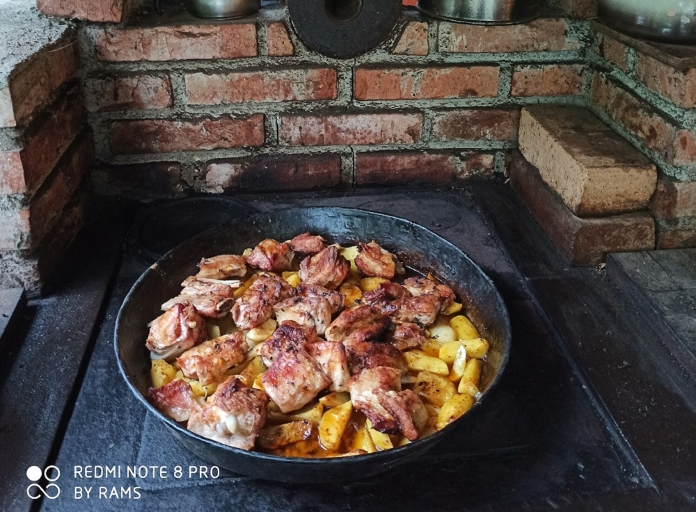 roasted meat under the sac, traditional dishes in Montenegro
