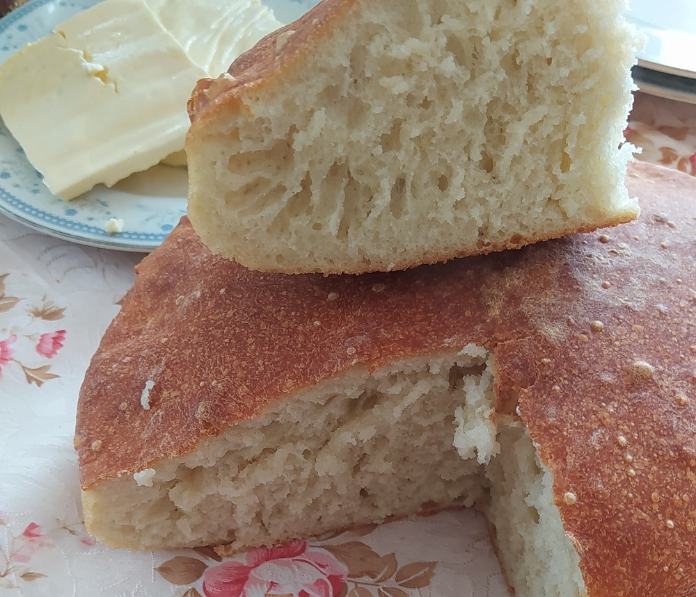 traditional dishes in Montenegro, homemade bread