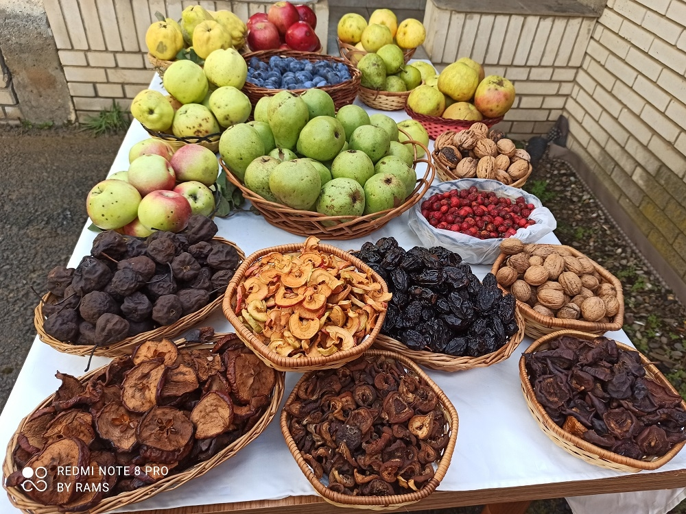 traditional dishes in Montenegro, dried fruits